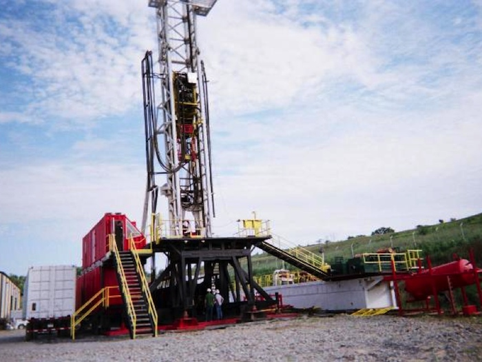 Image of Computerized double hydraulic trailer mounted drilling rig with top drive